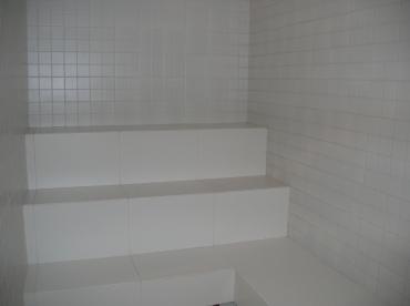 Sauna a vapor com revestimento cerâmico